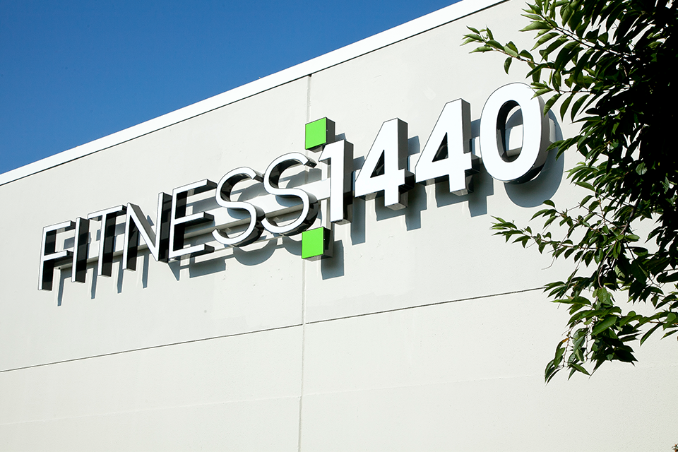 Fitness 1440 gym sign